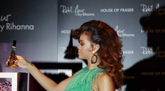 Парфюмът на Риана Reb'l Fleur